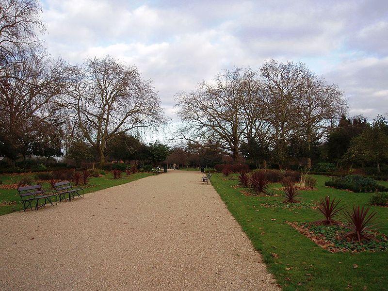 800px-Finsbury_Park,_London_Borough_of_Haringey,_N4_(2314764577)